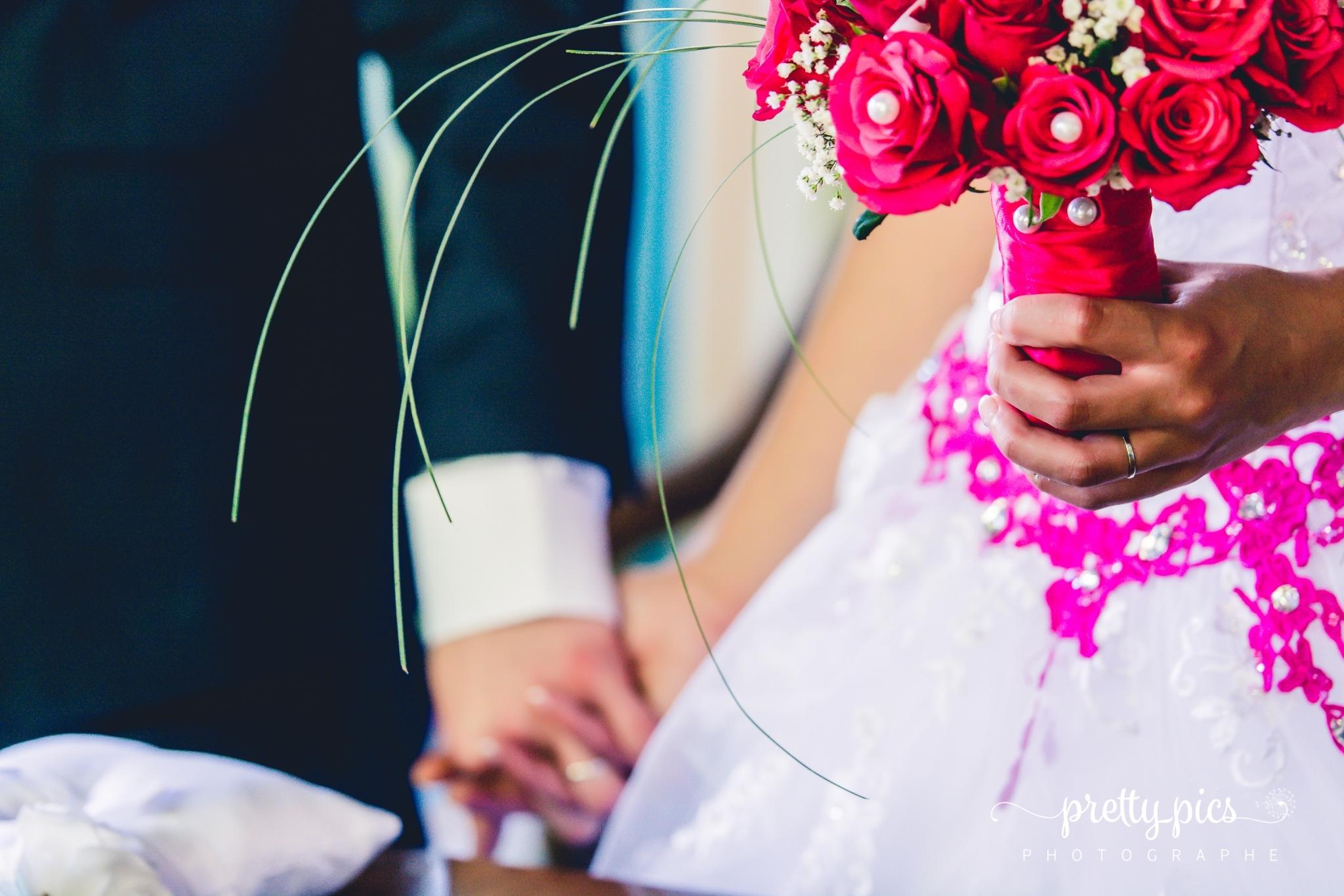 Main dans la main au Mariage d'Amélie et Quentin